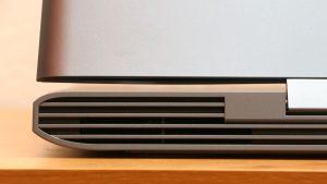Dell Inspiron 7577 hatul