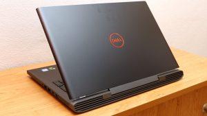 Dell Inspiron 7577 nyitvahatul