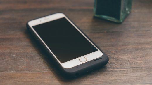 Az Apple bemutatta a Smart Battery Case-t