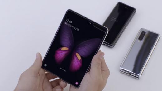 A Samsung Galaxy Fold egy létező készülék, 6 kamerával és brutális árral