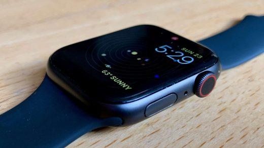 Nagy növekedés az okosóra piacon, az Apple uralja a felét